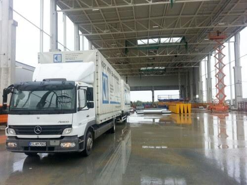 Lagerhalle für Wohnraumlüftung und Lüftungsmaterial und LKW der Merk Internethandel GmbH & CoKG